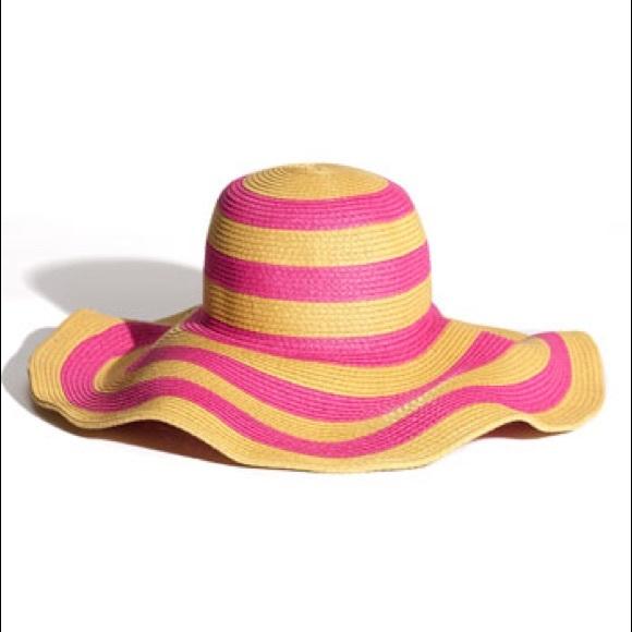 27d1c347d12bf Steve Madden floppy sun hat striped. M 5afc9fe836b9dea576c6d478